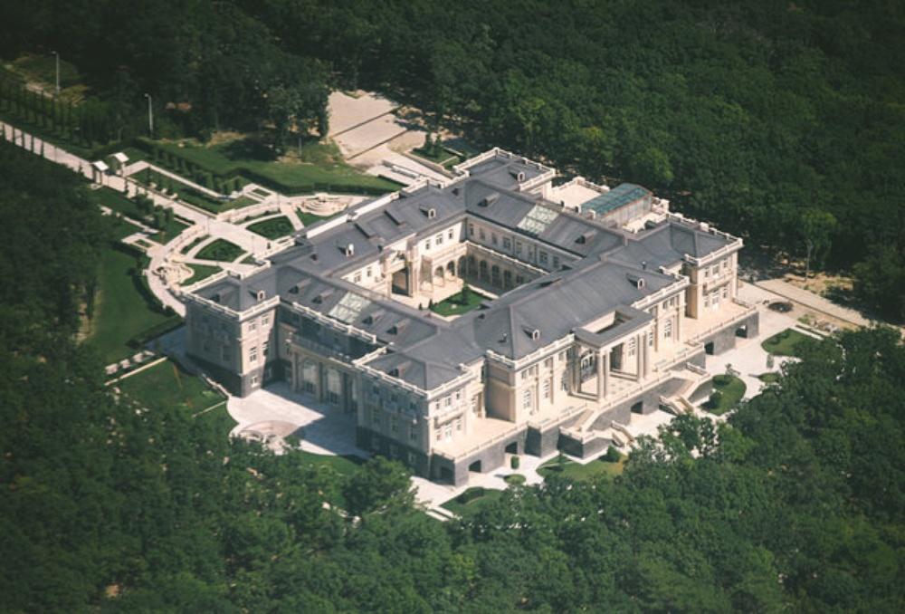 Управляющие дворца Путина получают госдолжности, дома, гражданство и банки
